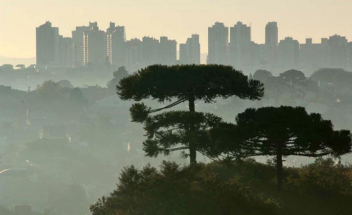 Amanhecer em la cidade de Curitiba